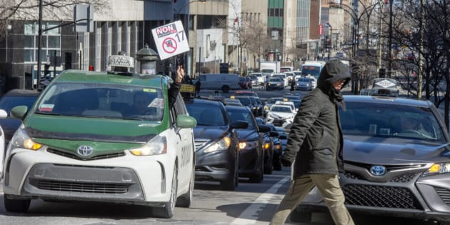 Des chauffeurs de taxi ont perturbé la circulation à Montréal (photo), lundi, ainsi que dans plusieurs autres villes du Québec.