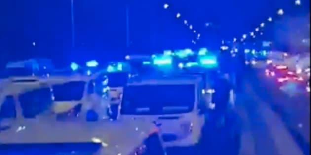 Du petit matin jusqu'au cœur de la nuit, des véhicules ont bloqué le périphérique intérieur à Paris.