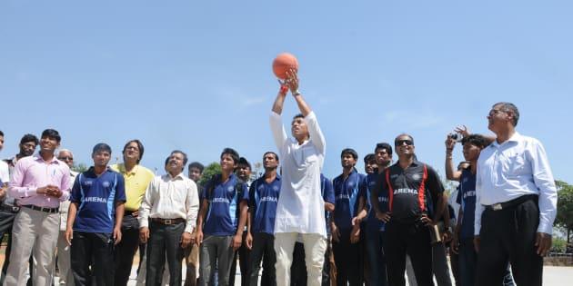 BJP Lok Sabha candidate for Jaipur Rural Constituency, Colonel Rajyavardhan Singh Rathore tries his basketball skills while interacting with students.