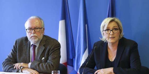 """Marine Le Pen dénonce """"une fatwa bancaire"""" et va porter plainte pour discrimination"""