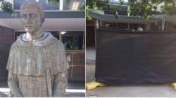 Una scuola cattolica ha coperto questa statua di un santo perché troppo ambigua e
