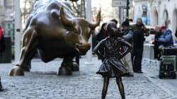 Un hombre intenta 'violar' la famosa estatua de Fearless Girl de Nueva