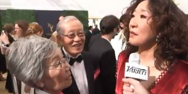 Sandra Oh et ses parents arrivant aux Emmy Awards 2018 le 17 septembre 2018.