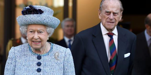 Le tendre portrait d'Elizabeth II et du prince Philip pour leurs noces de platine