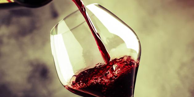 Si apprendre à reconnaître les vins peut prendre plusieurs années, il suffit de quelques accessoires pour que les débutants puissent apprendre à le déguster.