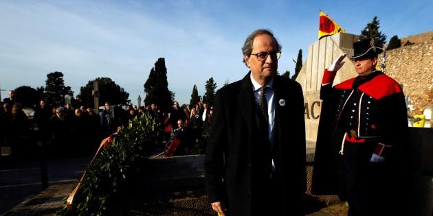El presidente de la Generalitat, Quim Torra, en la tradicional ofrenda floral a la tumba de Francesc Macià, con motivo del 85 aniversario de la muerte del primer presidente de la Generalitat republicana.