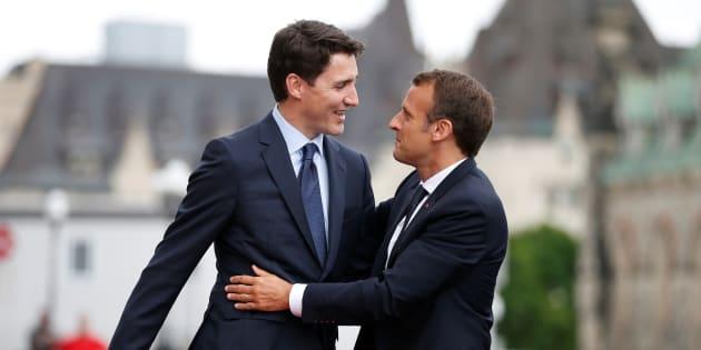 Justin Trudeau et Emmanuel Macron devant le Parlement à Ottawa le 6 juin 2018.
