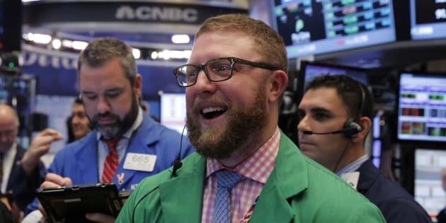 Des traders à la Bourse de New York le 14 décembre 2016.