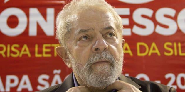 Ex-presidente Luiz Inácio Lula da Silva é condenado por corrupção e lavagem de dinheiro.