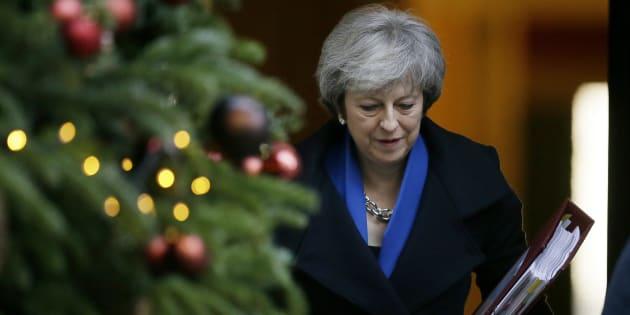 En Grande-Bretagne, pour faciliter les étapes menant au Brexit, Theresa May a voulu agir plusieurs fois en véritable monarque, écartant le Parlement, institution suprême, dans les négociations menées avec la Commission européenne.