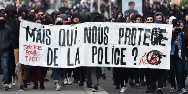 """Monsieur le préfet, nous comptons sur vous pour infliger des sanctions aux policiers """"tabasseurs"""". / AFP PHOTO / JEAN-SEBASTIEN EVRARD"""