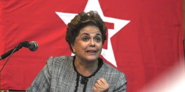 """Dilma Rousseff acredita que """"golpistas"""" estavam equivocados e podem ser perdoados, como defendeu Lula."""