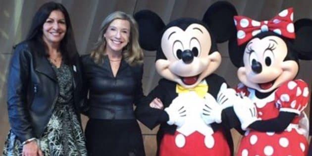 Devinette: qui Anne Hidalgo a-t-elle malencontreusement coupé du cadre avec Mickey?