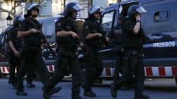 Explosifs, fourgonnette, hache et couteaux: ce que projetaient les terroristes des attentats en