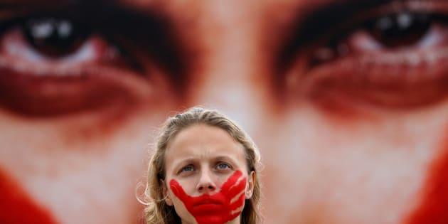 Segundo a Organização Mundial da Saúde (OMS), o número de assassinatos chega a 4,8 para cada 100 mil mulheres.