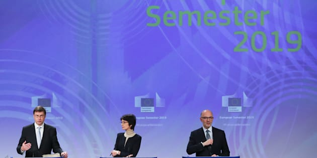 European Commission Vice-President Valdis Dombrovskis, Marianne Thyssen, European Employment, Social Affairs, Skills and Labour Mobility Commissioner and European Commissioner for Economic and Financial Affairs Pierre Moscovici attend a news conference in Brussels, Belgium, November 21, 2018.  REUTERS/Yves Herman