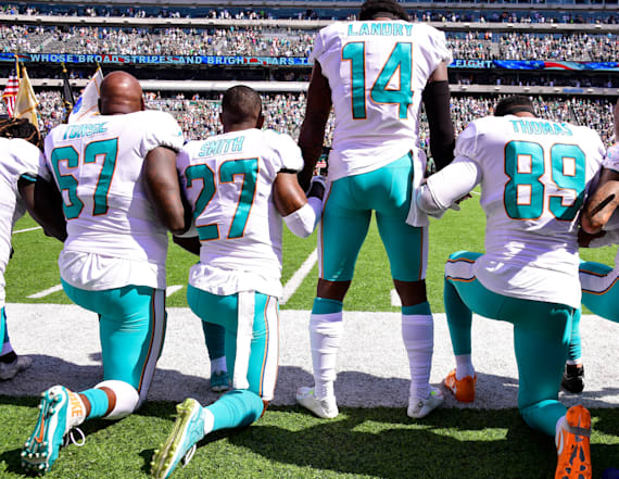Rights groups urge NFL to reverse anthem policy