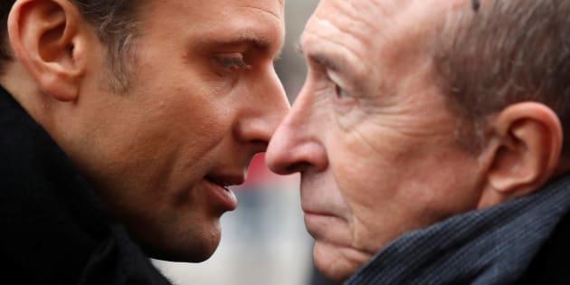 Le président Emmanuel Macron s'entretient avec son ministre de l'Intérieur Gérard Collomb.
