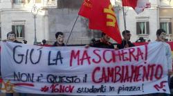 Gli studenti presentano lo scontrino al governo.