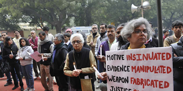 Relatives and friend of Arushi Talwar protest and demand the justice for Arushi Talwar and Hemraj at Jantar Mantar on December 22, 2013 in New Delhi.