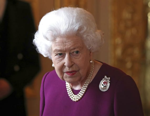 Elizabeth II looks to hire social media manager