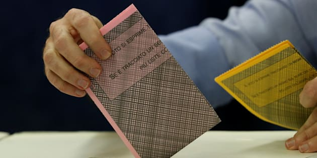 A man casts his vote at a polling station in Milan, Italy March 4, 2018. REUTERS/Stefano Rellandini