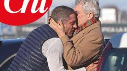 Lapo Elkann torna in Italia dopo una lunga assenza. L'abbraccio con il padre è