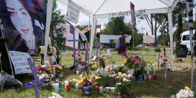 Cruces y pancartas para exigir justicia y castigo a los responsables por varios asesinatos de mujeres en Ecatepec en calles de la colonia Jardines de Morelos, luego de la detención de una pareja que se declaró culpable por el asesinato de más de 10 mujeres en su domicilio en la calle Playa Tijuana.