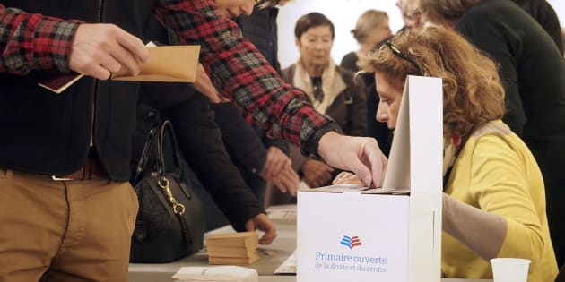 Des électeurs votent à Perpignan, le 20 novembre 2016, pour le premier tour de la primaire de la droite et du centre.