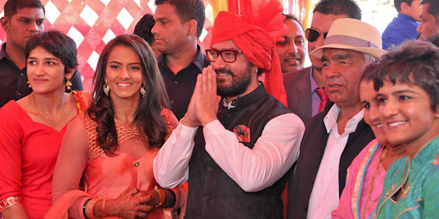 [File photo] Aamir Khan with Mahavir Singh Phogat and his family during the wedding function of Olympian wrestler Geeta.