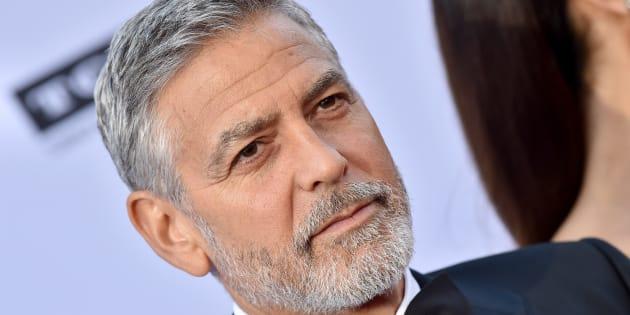 Festa Clooney, muore uno scenografo in bagno