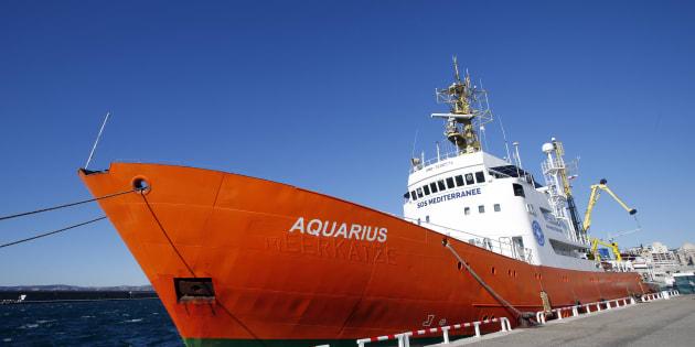 Migrants: L'Aquarius, à quai depuis un mois à Marseille va reprendre sa mission de sauvetage en mer