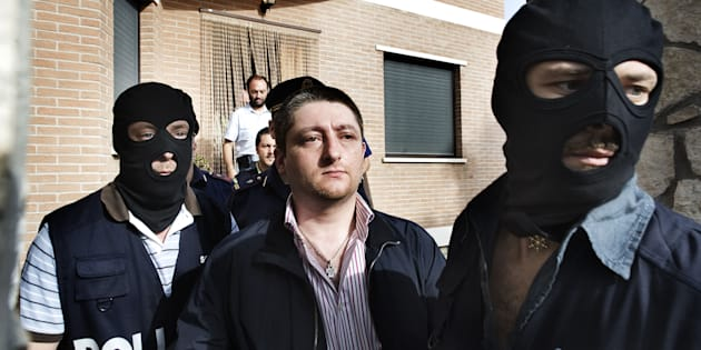 Il momento dell'arresto di Nicola Schiavone