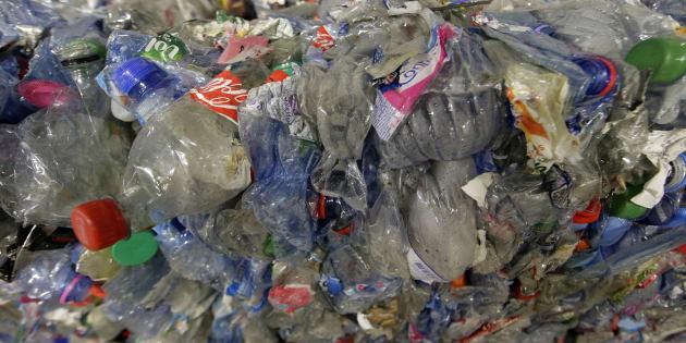 """Le gouvernement veut s'attaquer au plastique via """"un système de bonus-malus"""" ."""