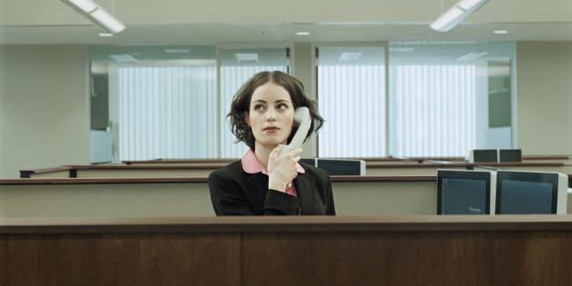 """""""Allô? Non, désolée, je n'arrive pas à saisir vos conseils derrière ce ton éminemment condescendant et ces propos stupides."""""""