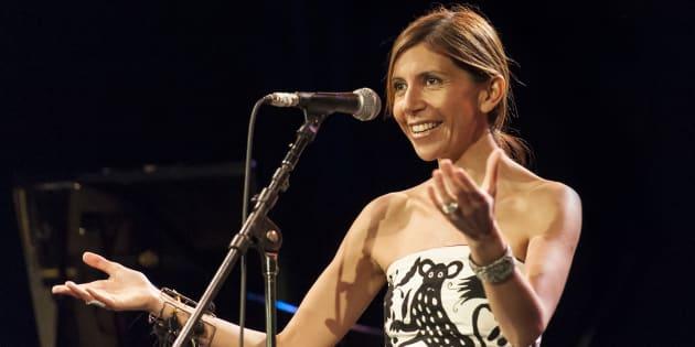La vocalista mexicana de jazz, Magos Herrera, se presenta en un concierto del Carnegie Hall Neighborhood de Nueva York, el 18 de noviembre de 2012.