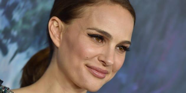 """Natalie Portman en rock star aux cheveux courts sur le tournage de """"Vox Lux"""""""