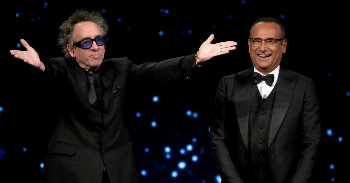 """""""Ma Tim Burton lo sa che Carlo Conti esiste?"""". Utenti scatenati sulla conduzione del presentatore"""