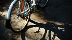 Donna in Suv investe 15enne in bici e scappa. I genitori: