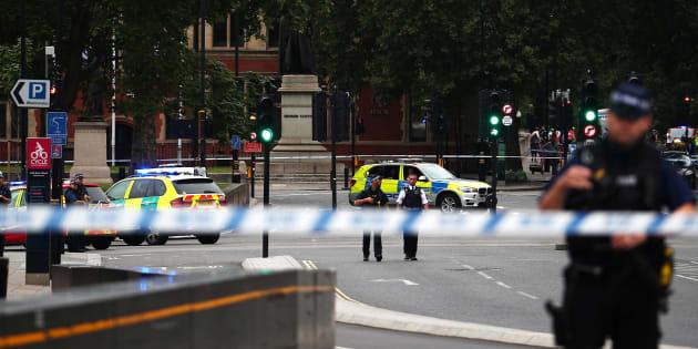 Londres: Un attentat à la voiture-bélier fait plusieurs blessés devant le Parlement