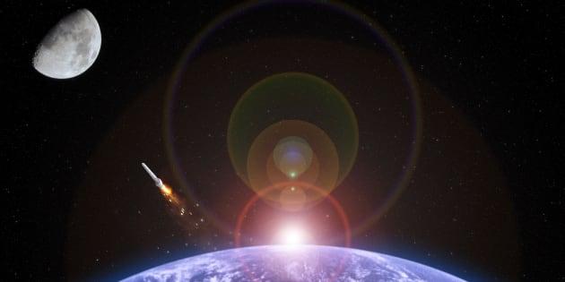 Les deux premiers touristes de l'espace vont faire un vol autour de la Lune fin 2018.
