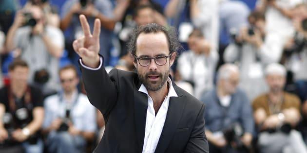"""Cédric Herrou (ici à Cannes), l'agriculteur devenu le symbole de l'aide aux migrants à la frontière franco-italienne, avait saisi le Conseil constitutionnel en vue d'obtenir l'abolition du """"délit de solidarité""""."""
