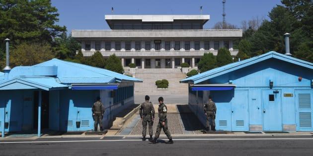 Des soldats sud-coréens dans la Zone démilitarisée près du village de Panmunjom le 11 avril 2018.