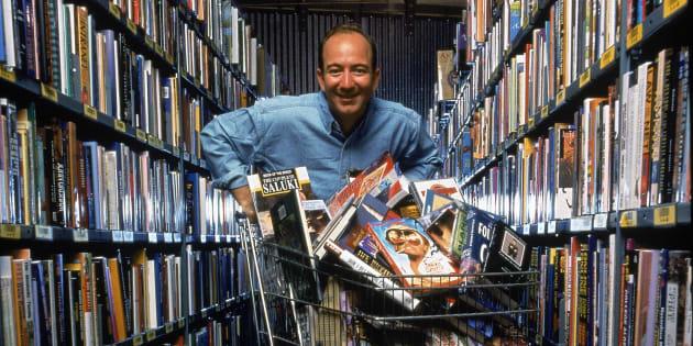 Retrato del empresario estadounidense y CEO de Amazon.com, Jeff Bezos, en septiembre de 1998.