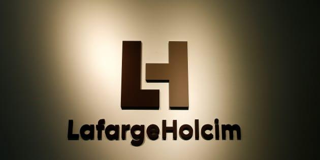 Monsieur Hollande, laissez Lafarge assumer ses responsabilités face au mur de M. Trump.  REUTERS/Arnd Wiegmann/File Photo