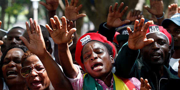 Zimbabwe's ruling party to hold rally as anti-Mugabe tide rises