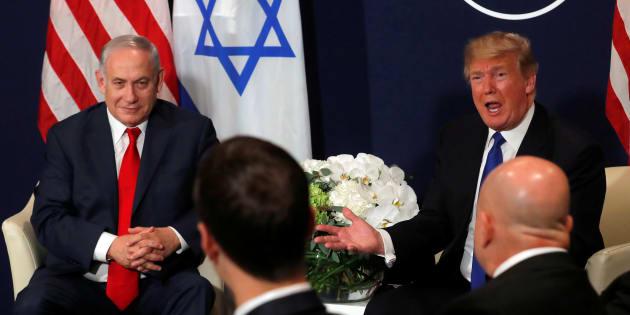 U.S. President Donald Trump speaks with Israeli Prime Minister Benjamin Netanyahu during the World Economic Forum (WEF) annual meeting in Davos, Switzerland January 25, 2018. REUTERS/Carlos Barria