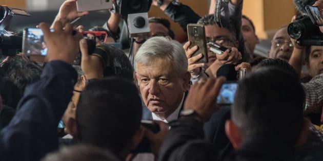 20 hombres y mujeres protegerá al presidente electo Andrés Manuel López Obrador, principalmente de los empujones en sus recorridos.