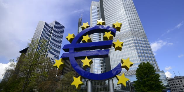 A sculpture of the euro symbol outside the headquarters of the European Central Bank in Frankfurt-am-Main, Germany, April 28, 2016. Italy's political turmoil has sent a wave of concern through Europe's 19-country currency union, with serious tremors hitting the country's government debt market.