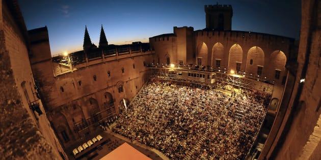 La 71ème édition du festival d'Avignon s'est ouverte le 6 juillet 2017. Ici photographiée, la cour du Palais des Papes.